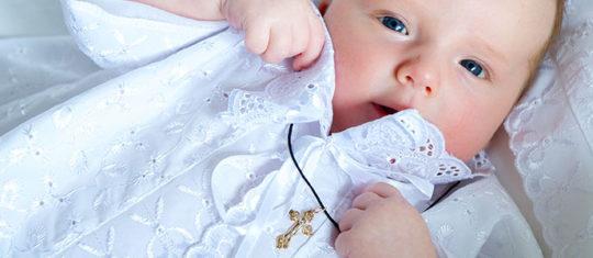 bébé garçon pour un baptême
