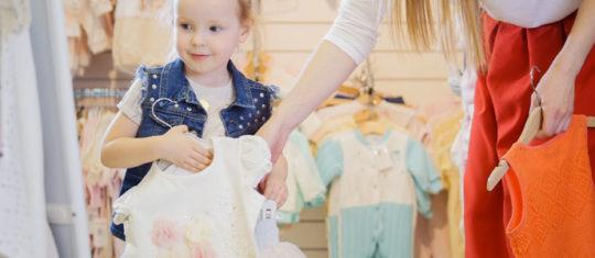 Robes pétillantes pour les bébé fille